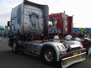 Le Scania de Cherooke et un 460 cv, sur la porte gauche est peint l'enfant de ce dernier.
