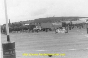 Unic Izoard 6 cyl, 165cv cab couchette PTRA 35t, c'est une photo qui a été prise lors du championnat de conducteurs routiers, celà se faisait bien dans les années 60
