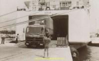 Dès 1976 Couchet récupère ses semis en RO-RO à l'aide des Mercedes 1932. Vu au port du Pyrée en Grèce.