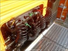 Attention à bien enlever les tuyaux quand on soulève la cabine !!!