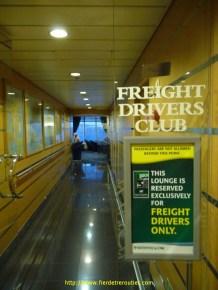 Revenons-en à la réalité tangible! Il y a sur ce bateau un espace dédié aux conducteurs routiers de mon espèce. On y mange à volonté et pour pas un sous. La grande classe!