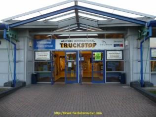 fin de journée là où il y a de la place : au centre routier d'Ashford.
