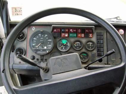 La planche de bord similaire à celle du R310