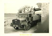Willeme L 10 type saharien de 1958 en plateau avec sa remorque