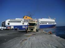 Port de Rhodes 2005: traversée en porteur depuis LE PYREE, la remorque chargée étant restée chez Harris Aspropyrgos