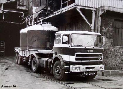 Années 70 UNIC 340 V8 au chargement de chlorate de soude