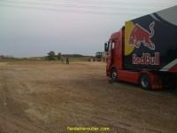 arrivée sur le service parc du rallye de Pologne, le sol etait telement meuble que tous les ensembles de toutes les equipes se sont embourbés 1 nombre incalculable de fois lors de la mise en place...