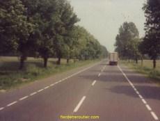 En Pologne, voie lente : Fiat600 - voie rapide : Camion