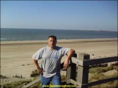 Gilou bronze sous le soleil de plomb de Zeebrugge