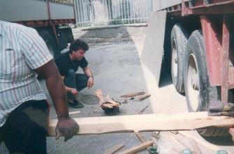 Toujours au Pirée et là c'est moi qui essaye d'allumer un barbecue