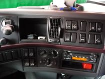 la console de bord est, elle aussi, simple et bien conçue: tout est accessible. L'espace occupé par un téléphone sur mon ancien FH laisse place à un vide-poches, c'est beaucoup mieux comme ça !