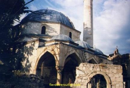 Cette fois-ci, il fait jour, on voit aussi les dégâts de la guerre, pas vu le célèbre pont, qui est détruit.