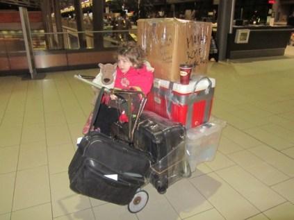 départ d'Ottawa: on ressemble à des clodos avec notre chariot et 120kgs de bagages...