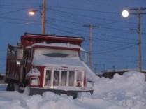 sous la lune, un autre magnifique véhicule qui ne bosse pas souvent...
