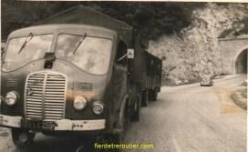 le tunnel du chat avec son beau camion remorque