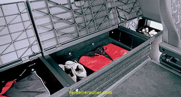 le coffre central sous la couchette