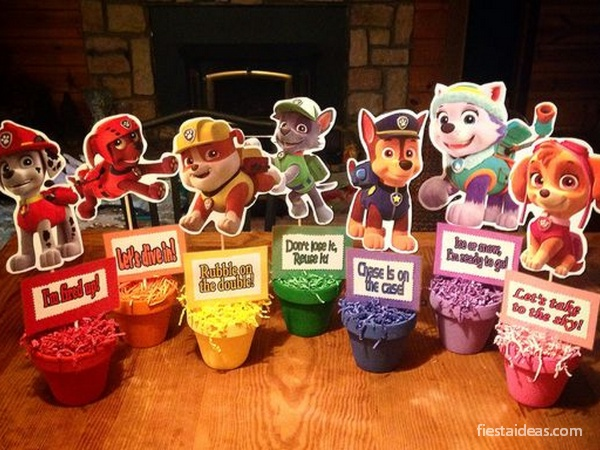 Diseña el centro de mesa de patrulla de cachorros para niño o niña seleccionando al personaje y los colores.