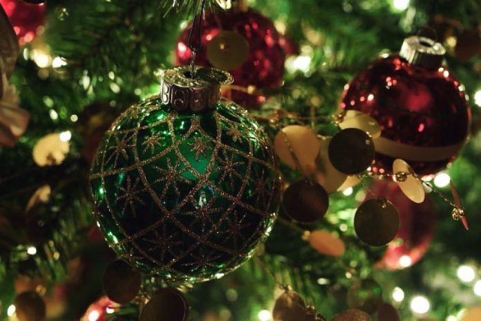 adornos para el arbol con esferas o bolas de color