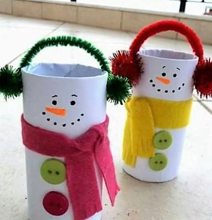 manualidades navideñas faciles para niños con conos de papel