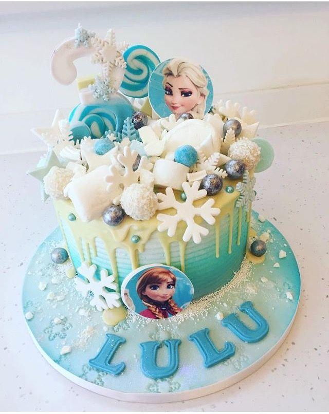 Pastel de Frozen con bombones y dulces.