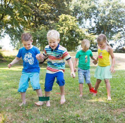 juego de carrera de pata de palo para fiestas infantiles