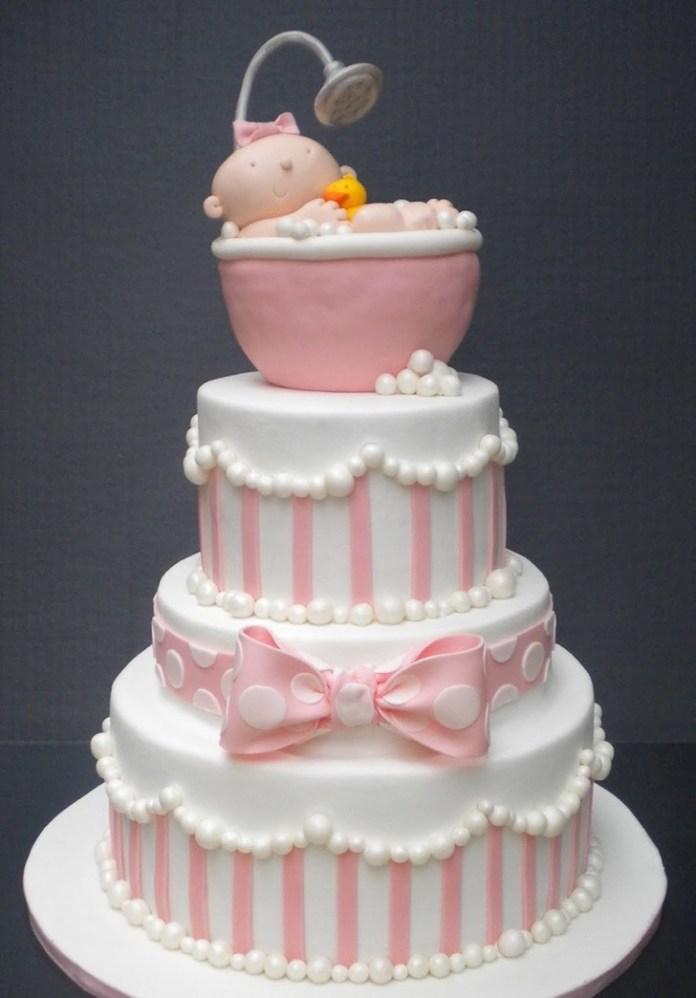 Pastel de baby shower para niña con lazos y bañera