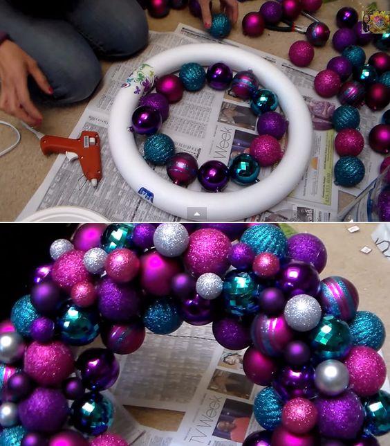 adorno de Corona con bolas de navidad