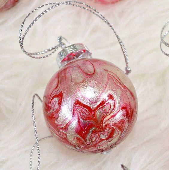 Bolas de navidad marmoleadas