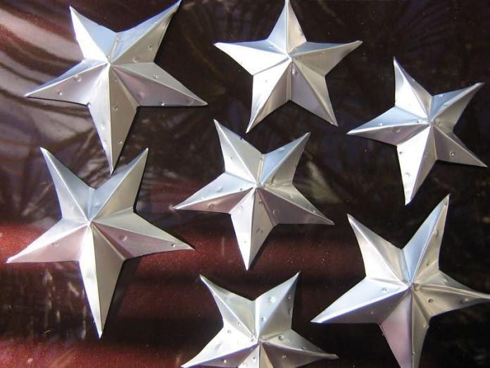 Adornos navideños con Estrellas de navidad usando latas de aluminio