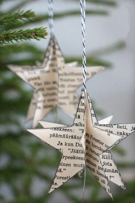 adornos navideños con Árboles y estrellas de navidad hechos con papel