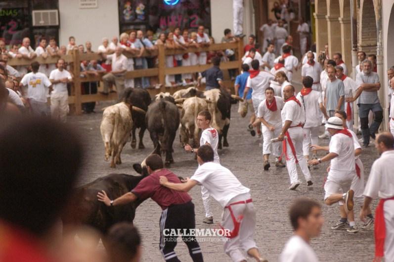 01-08-04-fiestas-de-estella-calle-mayor-comunicacion-y-publicidad (1)