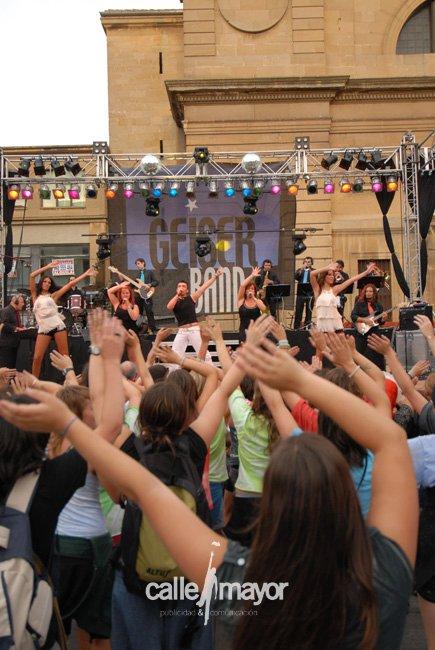 10-08-01 - fiestas de estella - calle mayor comunicación y publicidad (42)