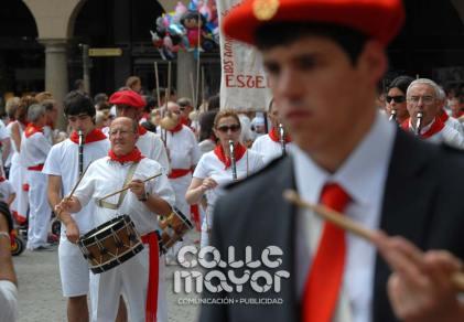 14-08-03-fiestas-de-estella-calle-mayor-comunicacion-y-publicidad-065