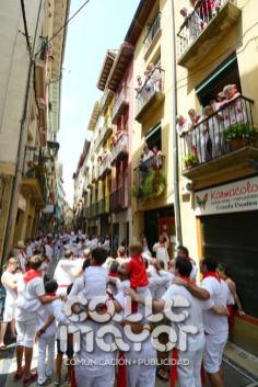14-08-03-fiestas-de-estella-calle-mayor-comunicacion-y-publicidad-085