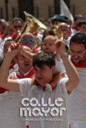 14-08-03-fiestas-de-estella-calle-mayor-comunicacion-y-publicidad-244
