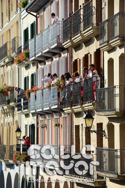 14-08-06-fiestas-de-estella-calle-mayor-comunicacion-y-publicidad-068
