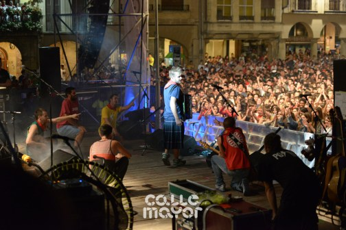15-08-04-fiestas-de-estella-calle-mayor-comunicacion-y-publicidad-(142)