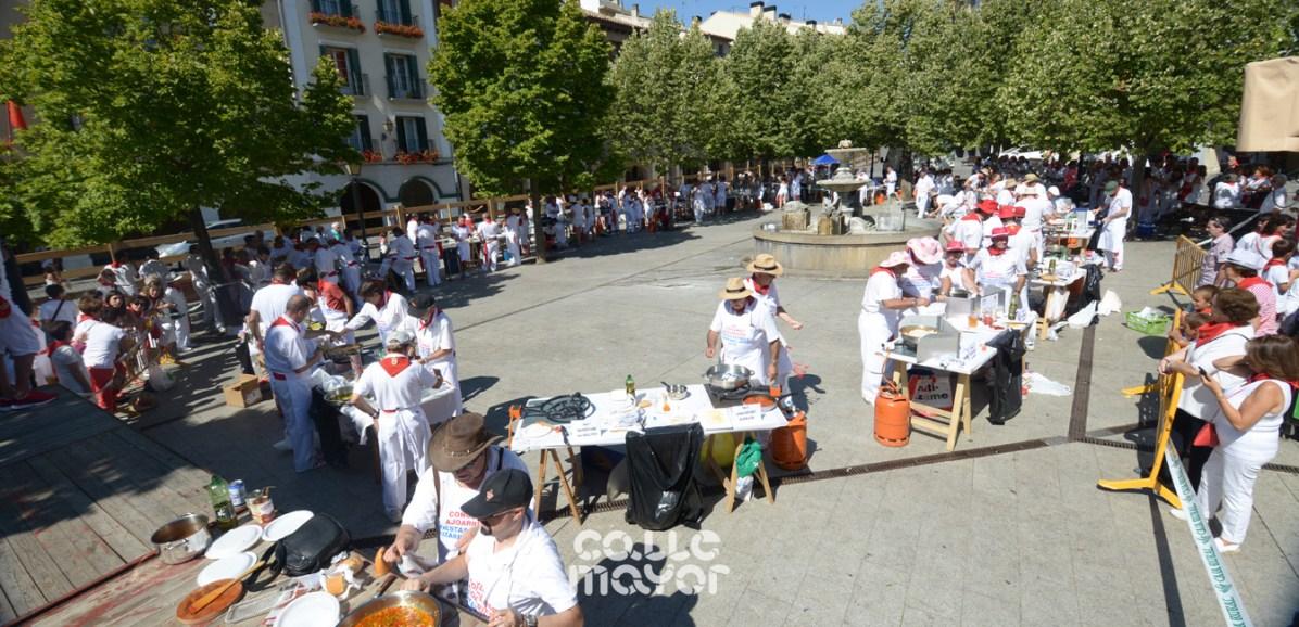 15-08-06-fiestas-de-estella-calle-mayor-comunicacion-y-publicidad- (33)