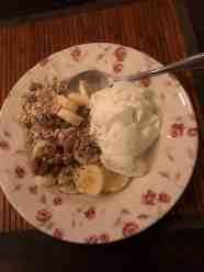 Een stevig ontbijtje voor het Snertfietsen: - schapenyoghurt, banaan en muesli van de Biefit Gezondheidswinkel - gemengde zaden van Het Blauwe Hek - amandelen van Kaasmeester Richard — bij Fietsen voor m'n eten.