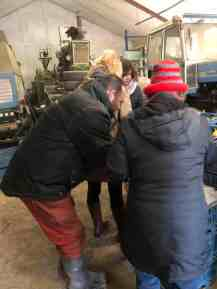 Boer Pait Peter Hoogendonk ook druk aan de slag met klanten helpen bij Boerderij Hoogendonk — bij Boerderij Hoogendonk.