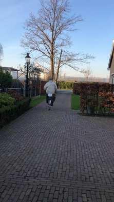 Het roze hesje uit, dweilfietser Wil Vis sluit het Snertfietsen af... — bij Santé Holland.
