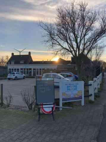 Het zonnetje brak al vroeg door bij Het Blauwe Hek — bij Het Blauwe Hek.