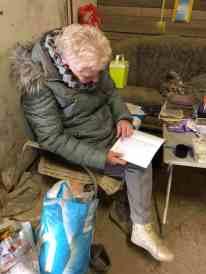 Oma Wil Roodkerk houdt de perenadministratie nauwkeurig bij — bij Boerderij Hoogendonk.