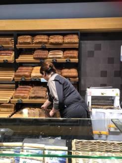 Nog wat vers brood bij Meesterbakker Roodenrijs mee — bij Meesterbakker Roodenrijs.