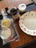 Lunch: - speltcrackers van Bakkerij Vreugdenhil - smeerseltjes en broodbeleg van Keurslager Poleij - roomboter van DelflandseZuivel — bij Fietsen voor m'n eten.