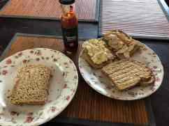 Brunch-lunch op zondag: - tosti's van brood van Bakkerij Vreugdenhil en Bakkerij van Malkenhorst - kaas en broodbeleg van Poelier Jos Straathof - ham van Slagerij D&D - roomboter van DelflandseZuivel - gerecyclede honingtomatenketchup van Looye Kwekers gekocht bij Farm I See — bij Fietsen voor m'n eten.
