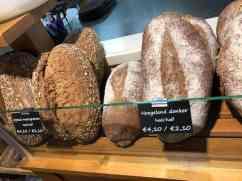 Onderweg eerst even vers brood en melk van DelflandseZuivel halen bij Bakkerij van Malkenhorst — bij Bakkerij van Malkenhorst.