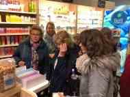 Bij Cindy van Domburg van Biefit Gezondheidswinkel kregen we een flesje Aquadraat water van Santé Holland en uitleg over de gistextractvrije bouillonblokjes — bij Biefit Gezondheidswinkel.