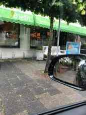 Even met de vierwieler langs de Biefit Gezondheidswinkel voor een Aquadraat 10-literverpakking van Santé Holland — bij Biefit Gezondheidswinkel.