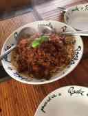 Pasta di Marja: - gehakt van Westvoornes Weidevlees - tomatenpuree van Landwinkel Klok-pagina - uien van Boer Pait Peter Hoogendonk - spaghetti, knoflook, bouillonblokje, rode honing-kruidenwijn en basilicum van de Biefit Gezondheidswinkel - paprika van Raaphorstlaan 1c, Monster — bij Fietsen voor m'n eten.